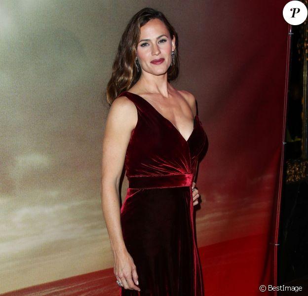 Jennifer Garner, habillée d'une robe Johanna Ortiz, à la première du film 'The Tribes of Palos Verdes' au théâtre de l'hôtel Ace à Los Angeles, le 19 novembre 2017
