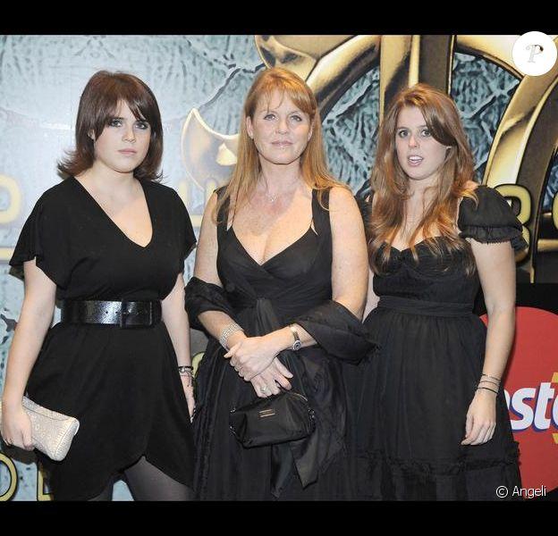 Sarah Ferguson et ses filles (princesse Eugenie et princesse Beatrice) à la soirée Cavalli, pendant la Fashion Week milanaise