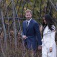 Le prince Harry et Meghan Markle lors de la séance photo le jour de l'annonce de leurs fiançailles, le 27 novembre 2017, dans les jardins du palais de Kensington, à Londres.