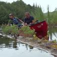 """""""Elie Semoun découvre des plantes carnivores dans l'épisode 3 de son voyage en Ontario avec Canada Diem, à la découverte du Parc Algonquin dans la région des grands lacs."""""""
