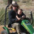 Naya Rivera et son mari Ryan Dorsey passe la journée avec leur fils Josey Hollis Dorsey au Underwood family Farms à Moorpark, le 14 octobre 2017.