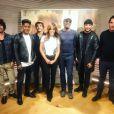 Amel Bent entourée de Yarol Poupaud, Lisandro Cuxi, Gauvain Sers, Marco Prince et Slimane.