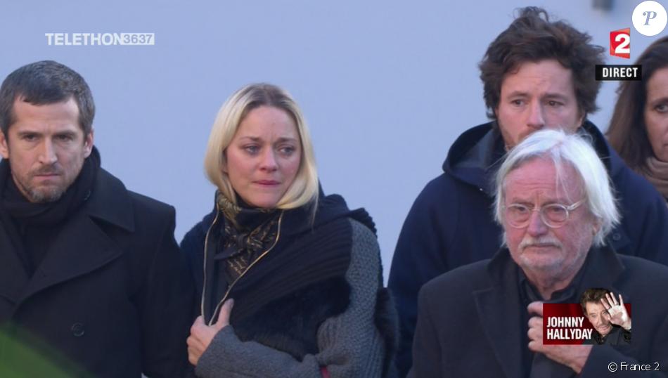 Marion Cotillard en larmes - Obsèques de Johnny Hallyday en l'église de la Madeleine à Paris. Le 9 décembre 2017.