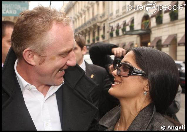 Salma Hayek et François-Henri Pinault à la sortie du défilé Balenciaga ce jeudi matin à Paris