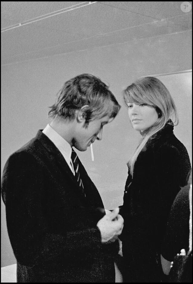 Jacques Dutronc et Françoise Hardy à Paris en 1967.