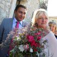 Charlotte de Turckheim et Zaman Hachemi prennent la pose lors de leur mariage à la mairie d'Eygalières en Provence le 31 août 2012