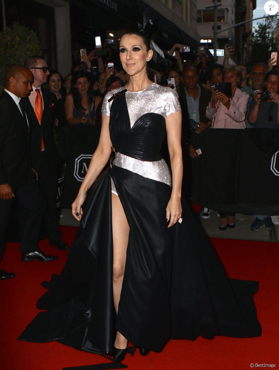 """Céline Dion sortant de l'hôtel The Mark lors du MET 2017 Costume Institute Gala sur le thème de """"Rei Kawakubo/Comme des Garçons: Art Of The In-Between"""" à New York, le 1er mai 2017."""