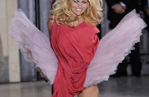 Pamela Anderson super sexy et destroy... pour le défilé Vivienne Westwood !