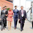 """Exclusif - - Pierre-Olivier Costa (Directeur de cabinet), Tristan Bromet (chef de cabinet), José Pietroboni (chef du protocole), la première dame Brigitte Macron (Trogneux) - Brigitte Macron et les conjoints des participants du sommet du G20 font une croisière à bord du bateau """"Diplomat"""" et posent dans l'hôtel Atlantic à Hamburg, Allemagne, le 7 juillet 2017. © Sébastien Valiela/Bestimage"""