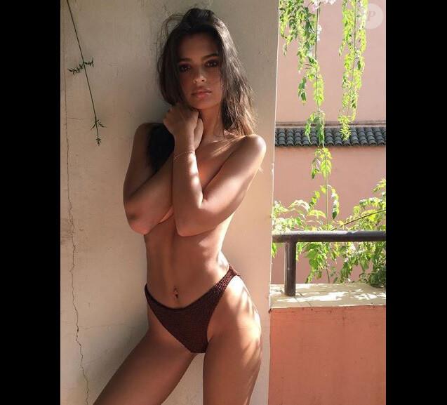 Emily Ratajkowski sexy sur Instagram, le 7 octobre 2017.
