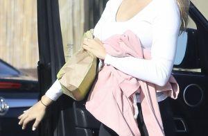 Robin Thicke : Très enceinte, sa chérie April prend la pose en soutien-gorge