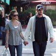 Eric Dane et Rebecca Gayheart font du shopping en amoureux dans les rues ensoleillées de Malibu le samedi 7 mars 2009.