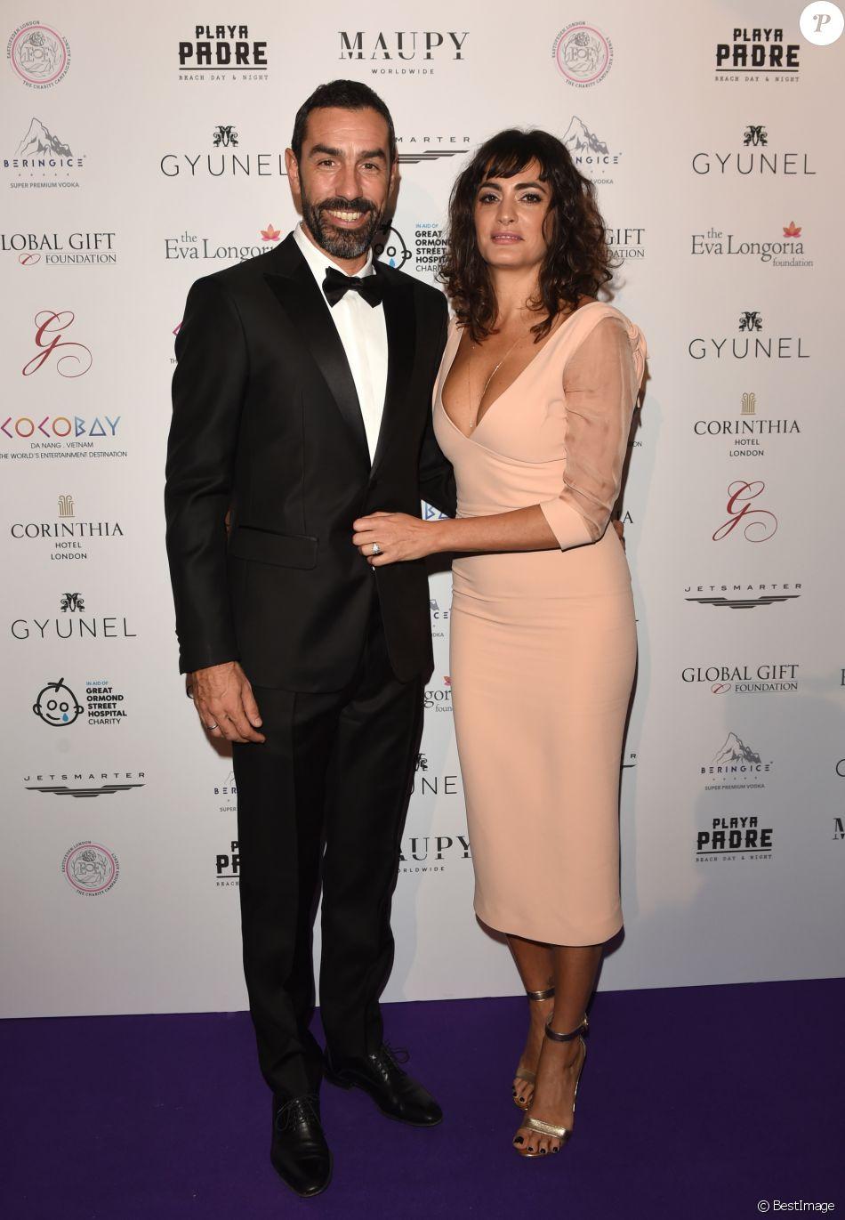 Robert Pires et sa femme Jessica Lemarié - Les célébrités posent lors du photocall de la soirée Global Gift à Londres le 18 novembre 2017.