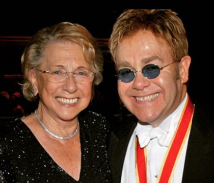 Elton John : Sa lettre déchirante pour la mort de sa mère, Sheila