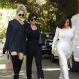 """Kim, Kourtney, Khloé Kardashian et leur mère Kris Jenner - La famile Kardashian lors du tournage de la télé-réalité """"L'Incroyable Famille Kardashian"""" à Woodland Hills le 5 aout 2016.  Reality stars Kim, Kourtney and Khloe Kardashian seen filming their reality show with their mother Kris Jenner in Woodland Hills, California on August 5, 2016.05/08/2016 - Woodland Hills"""