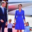 Le prince William, la duchesse Catherine de Cambridge et leurs enfants le prince George et la princesse Charlotte à leur arrivée à l'aéroport de Berlin-Tegel à Berlin, le 19 juillet 2017, lors de leur visite officielle de 3 jours en Allemagne.
