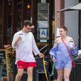 Exclusif - Lena Dunham et son compagnon Jack Antonoff promènent leurs petits caniche abricot dans les rues de New York, le 7 juillet 2017.