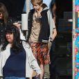 Exclusif - Shiloh Jolie-Pitt, le bras gauche en écharpe, sort d'une boutique de Los Feliz avec un sac shopping à la main le 7 janvier 2018. Exclusive