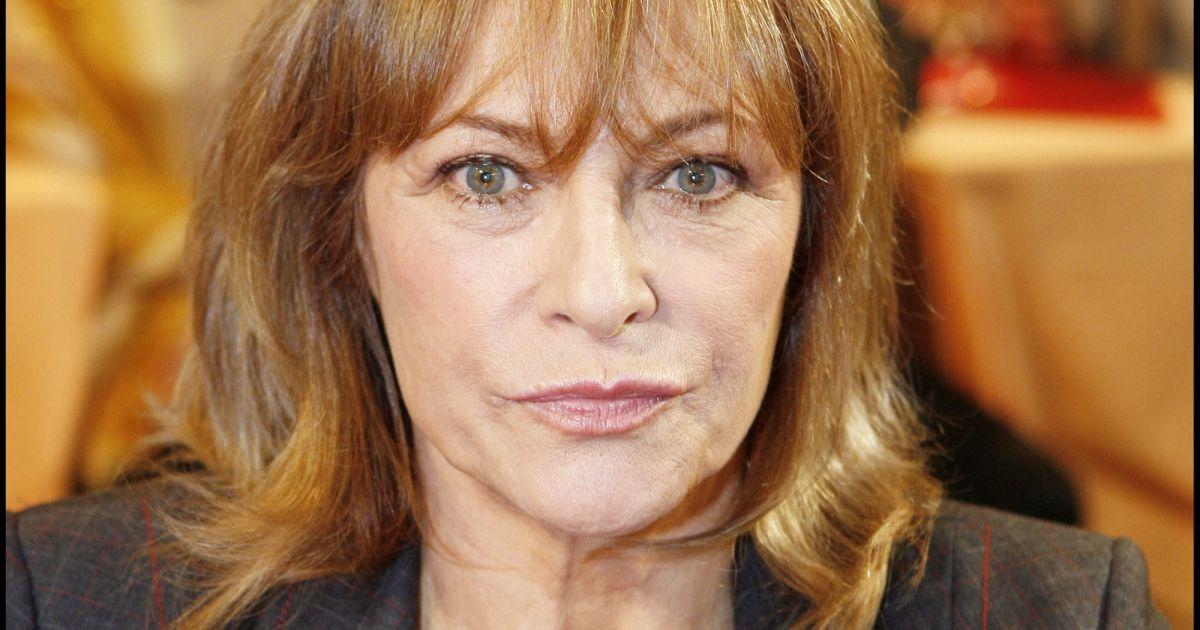 Nathalie delon paris en novembre 2006 purepeople for Salon a paris en novembre