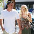 Ryan Lochte et sa compagne Kayla Reid (enceinte) vont déjeuner à West Hollywood. Los Angeles, le 24 mars 2017.