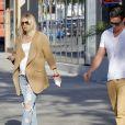 Exclusif - Ryan Lochte et sa fiancée Kayla Rae Reid, se promènent à Los Angeles, le 23 février 2017.
