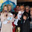 Céline Dion revient à Las Vegas accompagnée de son mari René Angélil, leur fils René Charles et leurs juleaux Nelson et Ediie, le 16 février 2011.