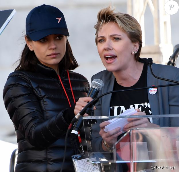 """Mila Kunis et Scarlett Johansson - Les célébrités lors des manifestations géantes aux États-Unis pour la 2e """"Marche des femmes"""" à Los Angeles le 20 janvier 2018."""