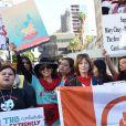 """Frances Fisher - Les célébrités lors des manifestations géantes aux États-Unis pour la 2e """"Marche des femmes"""" à Los Angeles le 20 janvier 2018."""
