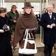 Cette année, à ce même rendez-vous hippique de Cheltenham, Zara Phillips nous est apparue souriante, dans une tenue sobre et élégante, n'abandonnant tout de même pas le côté far-west qu'elle affectionne ! On la préfère vraiment aujourd'hui !