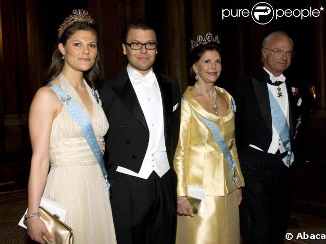 La princesse Victoria de Suède et son fiancé Daniel Westling au Palais Royal avec la reine Silvia et le roi Carl XVI Gustav de Suède, pour le dîner de la Saint Victoria au Palais Royal, le 12 mars 2009.