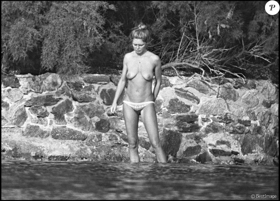 Brigitte Bardot Topless à La Madrague En Juillet 1976