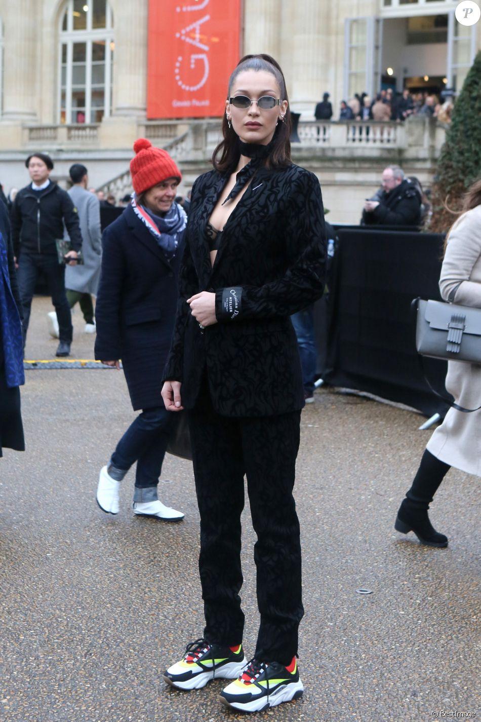 Bella Hadid porte un costume et des baskets Dior Homme à Paris, le 20  janvier 2018. © CVS   Veeren   Bestimage 8ec0a67f966