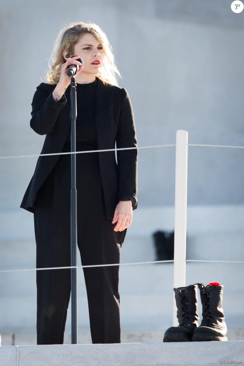 Beatrice Martin (Coeur de Pirate) lors des commémorations des 100 ans de la bataille de la Crête de Vimy, (100 ans jour pour jour, le 9 avril 1917) dans laquelle de nombreux Canadiens ont trouvé la mort lors de la Première Guerre mondiale, au Mémorial national du Canada, à Vimy, France, le 9 avril 2017. © Cyril Moreau/Bestimage