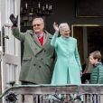 Le prince Henrik et la reine Margrethe II de Danemark au palais de Marselisborg à Aarhus le 16 avril 2017 lors du 77e anniversaire de la monarque.