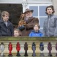 Le prince Henrik de Danemark avec ses petits-enfants Felix, Athena, Henrik et Nikolai lors de la traditionnelle chasse Hubertus, une course hippique, à Copenhague le 6 novembre 2016.