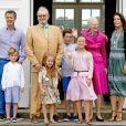Le prince Frederik, le prince Vincent, la princesse Josephine, le prince Henrik, le prince Christian, la princesse Isabella, la reine Margrethe, la princesse Mary au palais de Grasten, le 15 juillet 2016.