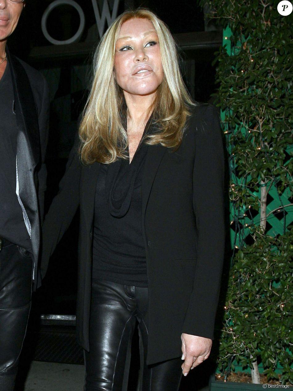 "Jocelyn Wildenstein dine au restaurant ""Mr Chow"" à Beverly Hills, le 8 novembre 2013"