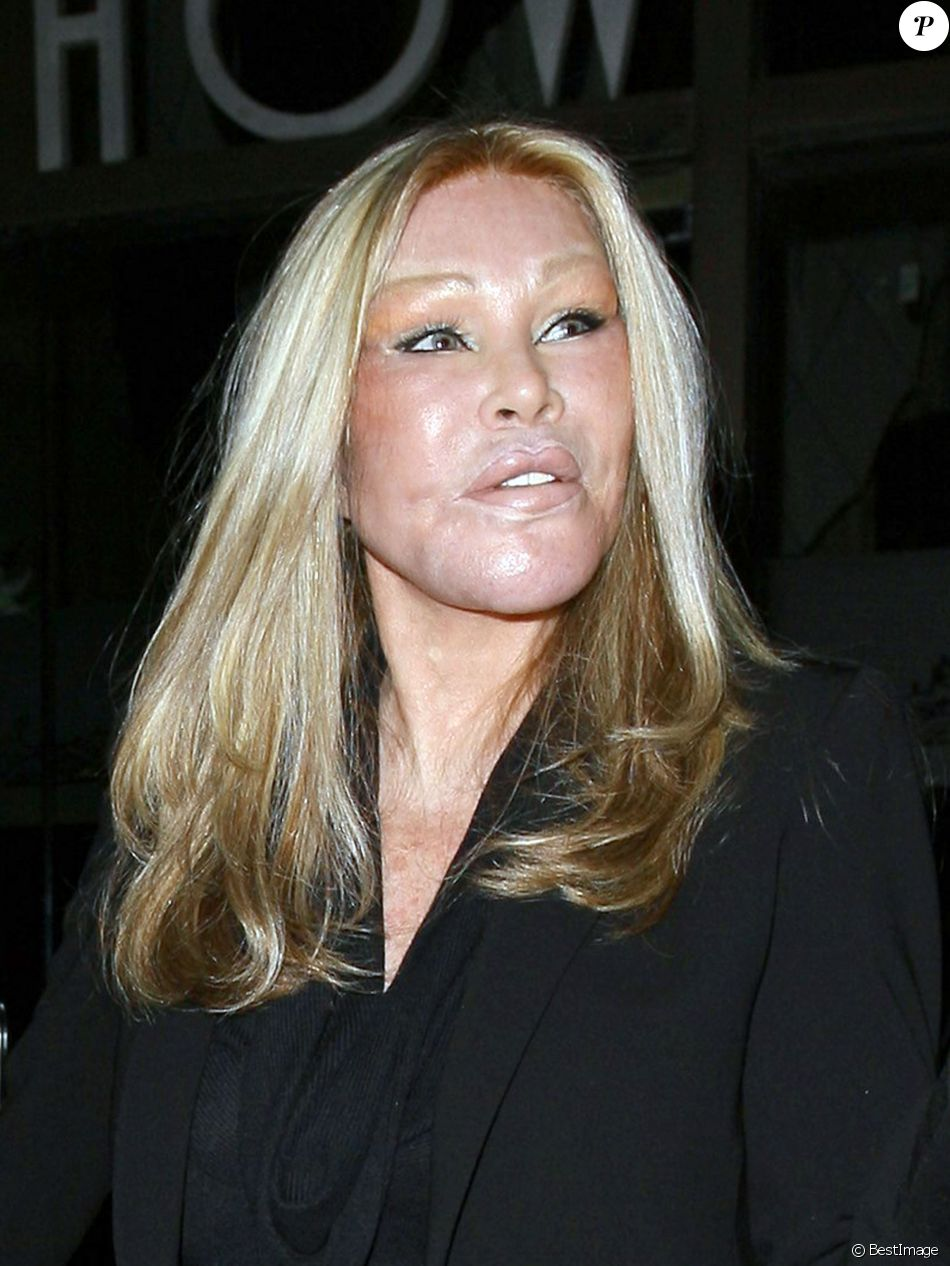"Jocelyn Wildenstein dine au restaurant ""Mr Chow"" a Beverly Hills, le 8 novembre 2013"