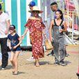 Eric Dane et Rebecca Gayheart avec leurs filles Billie et Georgia à la 36ème fête foraine annuelle Kiwanis Chili Cook-Off à Malibu le 2 septembre 2017
