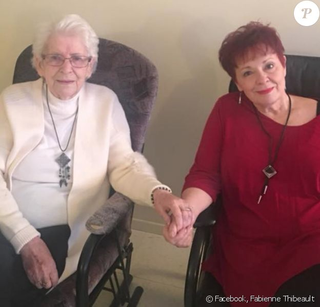 Fabienne Thibeault et sa défunte maman. L'artiste a annoncé sa mort sur Facebook le 3 mars 2018.
