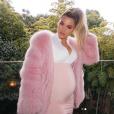 Khloé Kardashian enceinte. La star vient de révéler qu'elle attendait une petite fille. Mars 2018.