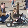 La famille royale des Pays-Bas très impliquée dans le Make A Difference Day : le prince Constantijn et son fils