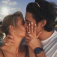 Claire Holt et son compagnon Andrew Joblon sur une photo publiée sur Instagram le 3 décembre 2017. Le couple annonçait ses fiançailles après quelques mois seulement de relation.