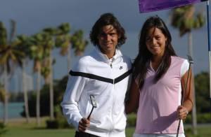 Quand le beau Rafael Nadal joue au golf, devant une Ana Ivanovic conquise...