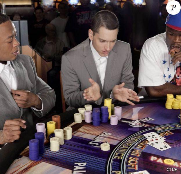 Eminem, entouré du Dr. Dre et de 50 Cent dans le clip de We made you