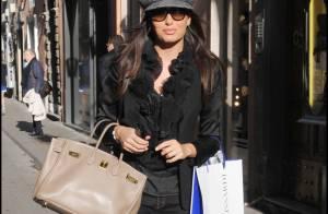La magnifique Elisabetta Gregoraci... vous emmène en shopping dans les rues de Rome !