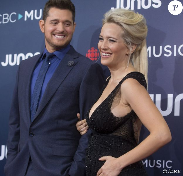 Michael Bubé et Luisana Lopilato sur le tapis rouge des Juno Awards à Vancouver le 25 mars 2018.