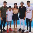 Luca Zidane pose avec sa maman et ses trois frères pour leur dernier jour de vacances à Ibiza, juillet 2017.