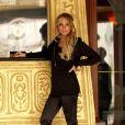 Lindsay Lohan... très élégante en caleçon long et chaussures plates formes !