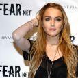 Lindsay Lohan se passe la main dans les cheveux face aux photographes... un classique de la belle rousse !